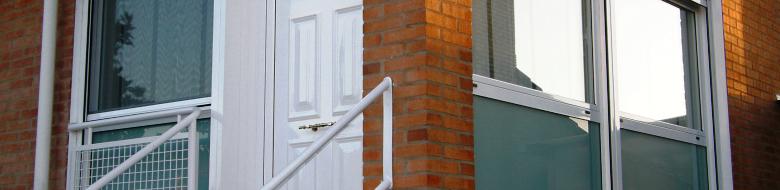 Puertas de aluminio alsa carpinteria de aluminio - Puertas acristaladas exterior ...